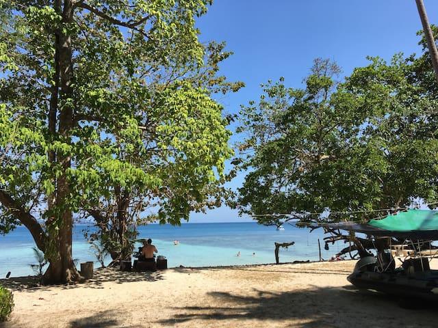 Ao Niang Beach Resort@koh kradan (Room B2)