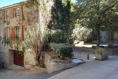 Charming & peaceful with a totally private terrace - Rigarda - บ้าน