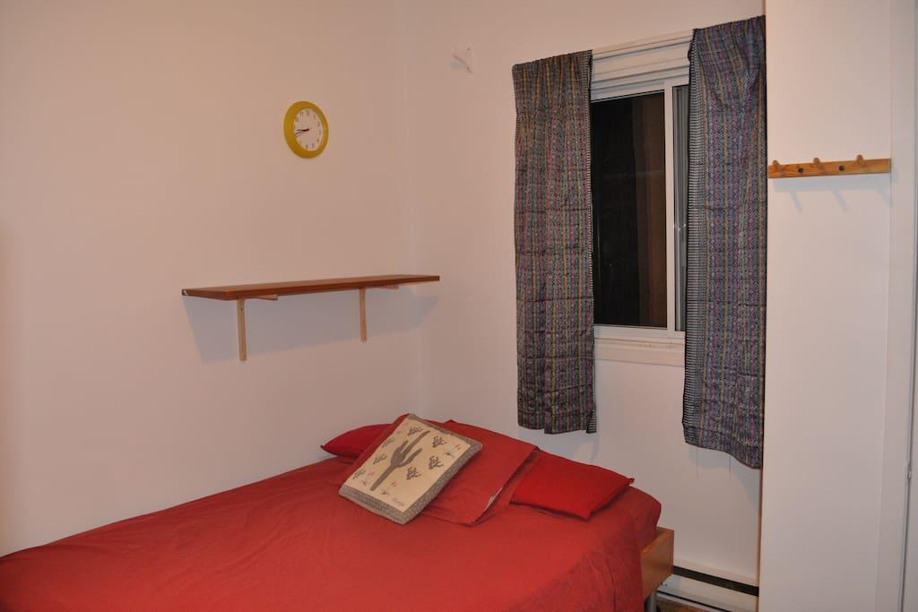 Nouveau lit comfortable / New & Comfy Bed