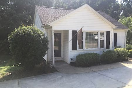 Cozy Home between Clemson & Downtown Greenville