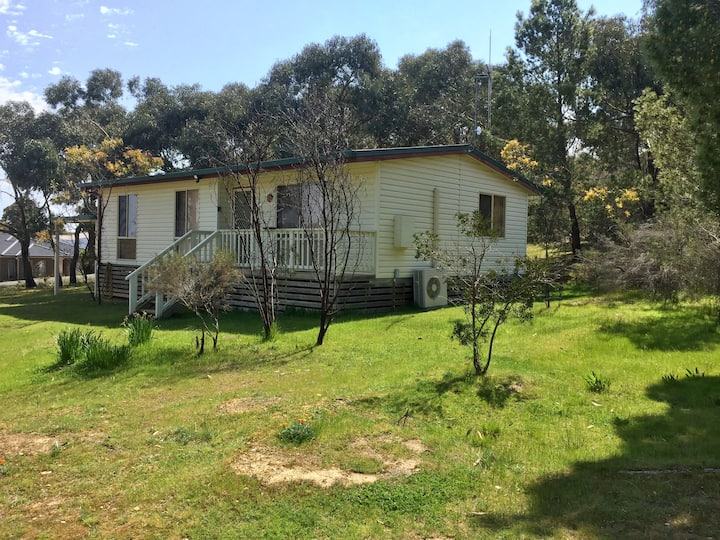 Kangaroo Flat bush retreat (entire home)