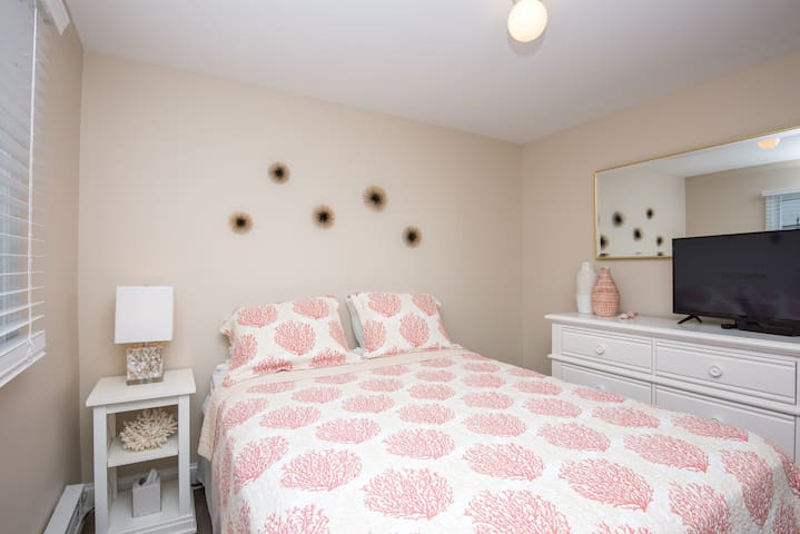 Second bedroom with queen bed is serene and happy!