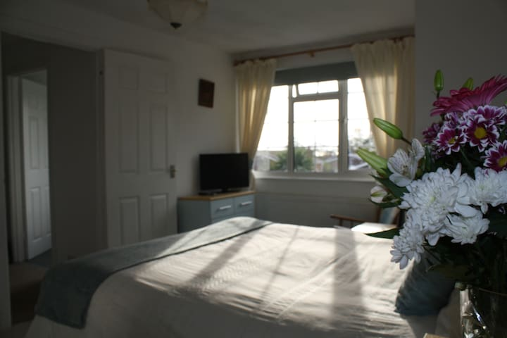 Home from Home B&B, private floor,dble rm&,bathrm - Seaford - Huis