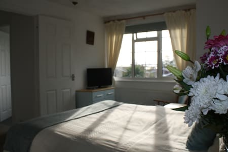 Home from Home B&B, private floor,dble rm&,bathrm - Seaford - Dom