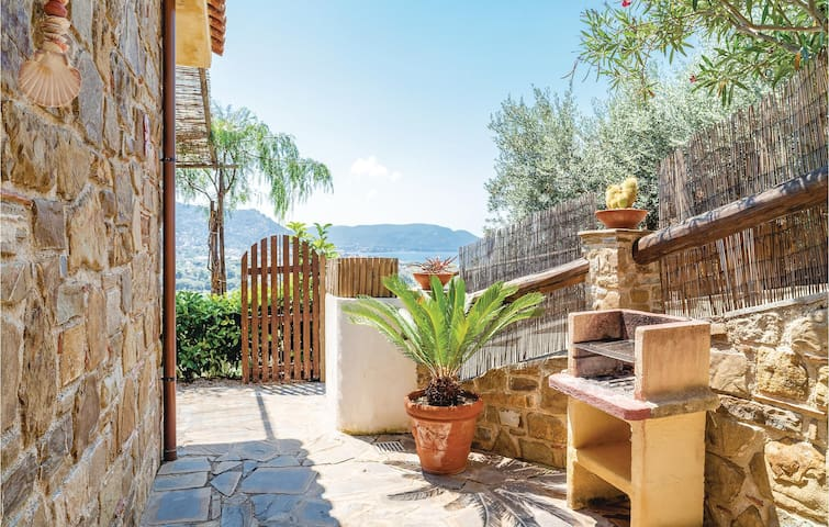 Semi-Detached with 2 bedrooms on 35m² in Castellabate SA