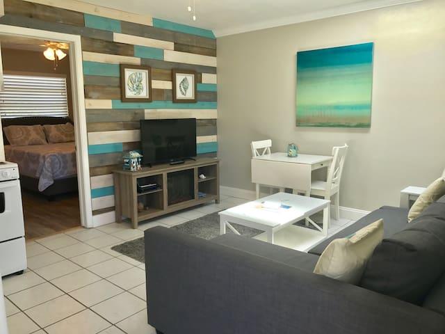 Renovated Clw Beach 1BR/1BA Suite 4 Porpoise Inn