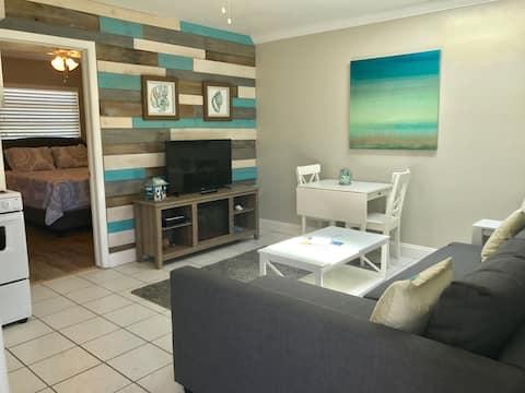 Ste 4- 1Bedroom/1Bath Beach Getaway Porpoise Inn