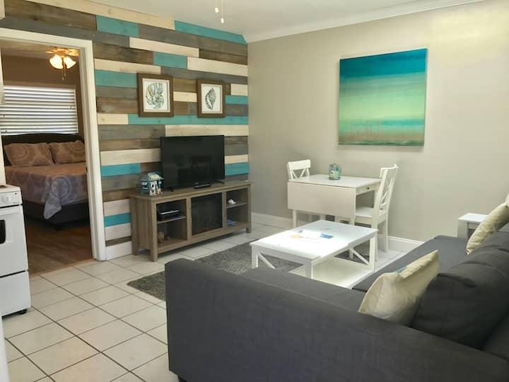 Clearwater Beach Getaway 1BR/1BA Ste4 Porpoise Inn