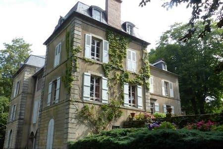 """Chambre """"Chaumeçon"""" - La Grande Maison du Morvan - Saint-Martin-du-Puy - Aamiaismajoitus"""