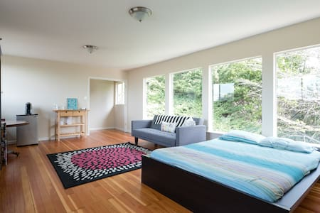 Spacious Private Upper Unit w View - 奥克兰 - 独立屋