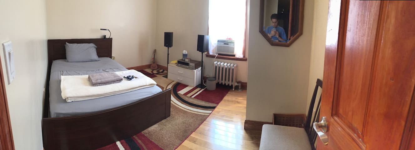Big Room, Refinished Place - 35 min to Times Sq.