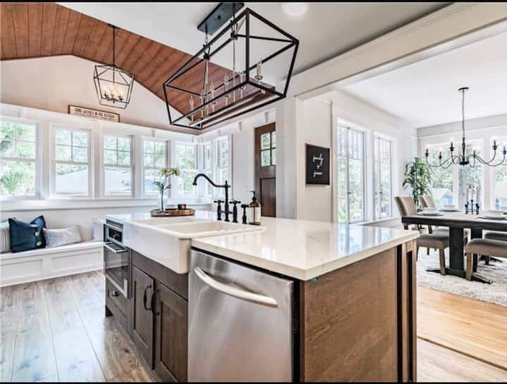 """Bungalow Bliss Retreat"" - Luxury Villa In Seminole Heights"