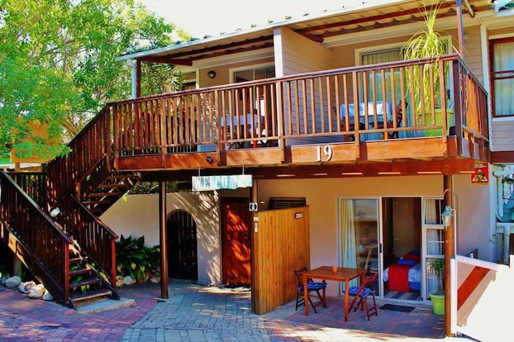 King of kings Self Catering - Thesen Island Room
