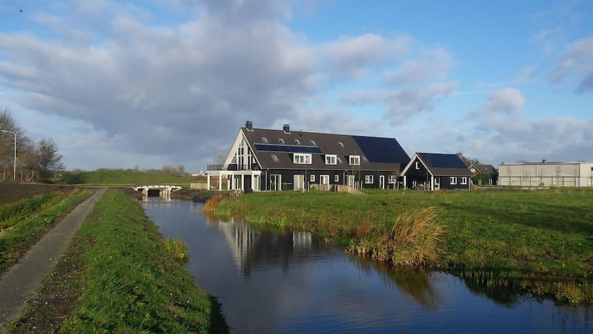 """B&B-kamer in """"In den Ossewaerd"""" - De Kwakel - Wikt i opierunek"""