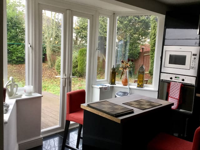 Beautiful room in cosy flat/house - Edgware - Rumah