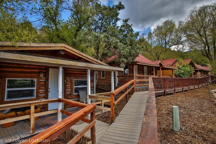 Cabin 8 in Rockies on Colo River at State Bridge