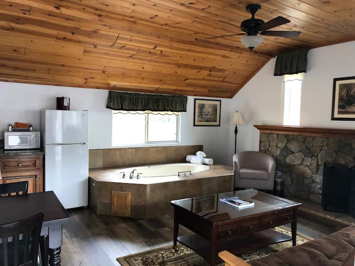 Cabin w/ a Hot Tub! Treat Yourself for the Break!