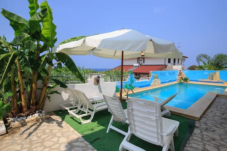 Apart Wi-Fi with Pool at 250m from the sea, Tropea - Briatico - Byt