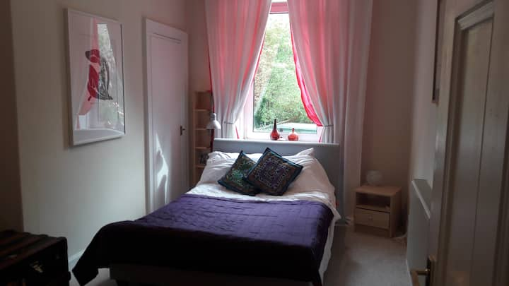 Two bright quiet, double bedrooms,  Morningside.