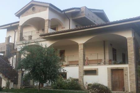 Accogliente appartamento in campagna - Pineto