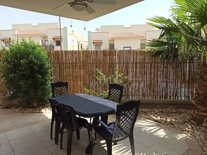 Apartment with Garden for 6 people - Near beaches
