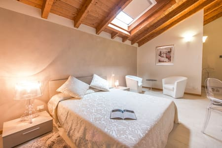 Suite Matrimoniale - Farmhouse Ca' La Pergola - Verona - Bed & Breakfast
