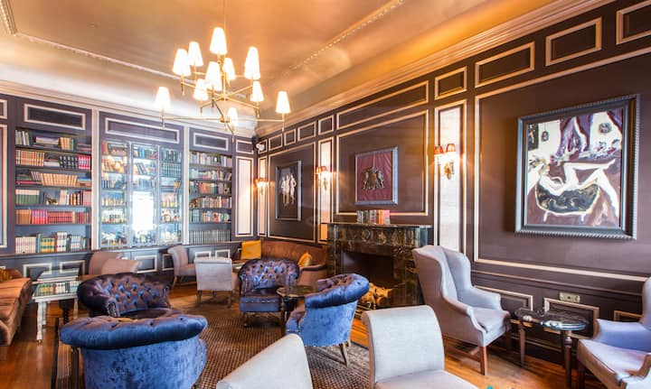 The William, a hotel renovated from a Townhouse.