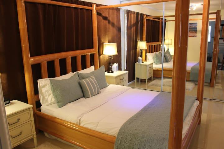 Beautiful 1 Bedroom Apt with POOL! - Bonita Springs - House