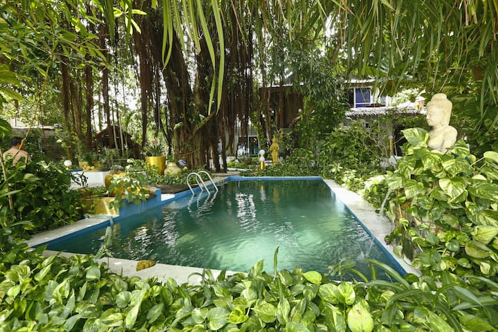 Beachfront Space w/ Huge Garden & Swimming Pool