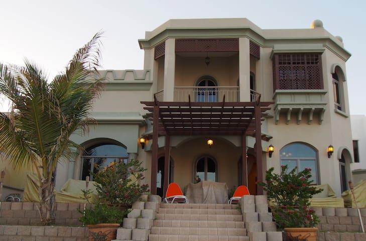 A Stunning villa with calm Outdoor - ดูไบ - วิลล่า