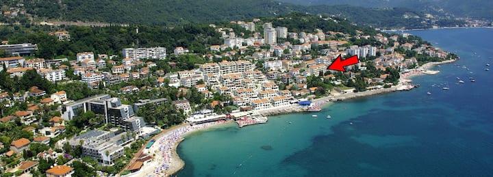 Apartment with Sea View & Big Balcony in Savina