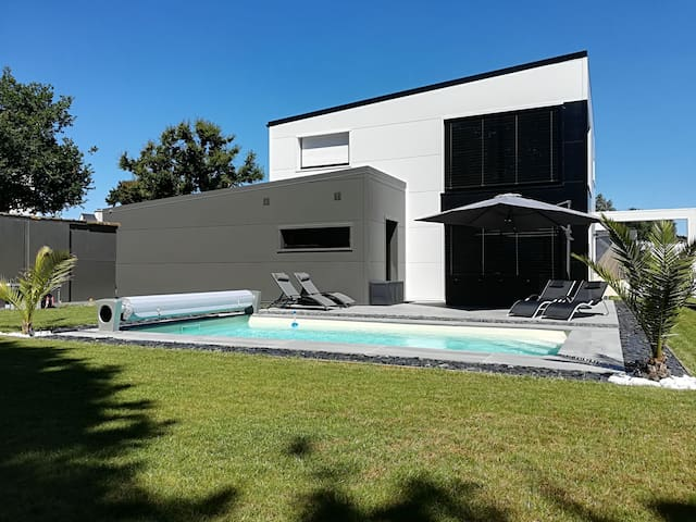 Jolie maison moderne piscine Golfe du Morbihan