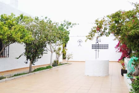 Chalet cerca de la playa y campo de golf (Retamar) - Almeria