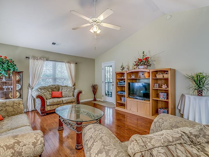 PARty of Fore II is a Gorgeous Condo in True Blue- Steps from Pool