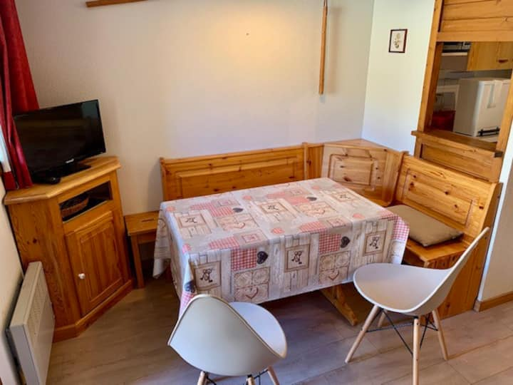 Apartment for 4, closed to the slopes and shops
