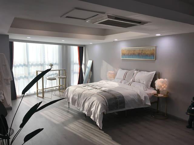 【栖心Home】新百万象城/银座/巨幕/轻奢公寓/绝对市中心/78平米大空间