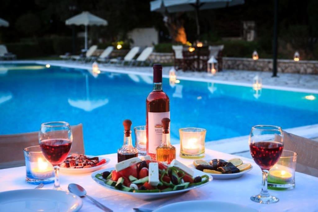 Znakomita kuchnia bałkańska. Trzy różne restauracje na terenie kompleksu.