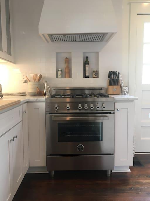 Gas Range w/ Cooking Utensils