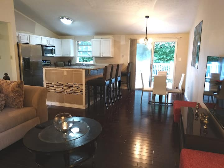 MD/DC area 4 Bedroom Entire Home - Six Flags, MGM