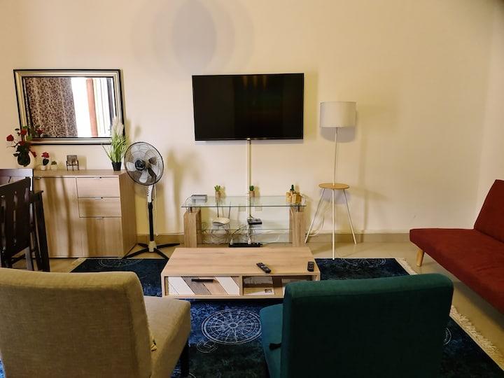 Un chambre salon, au 1er étage à la riviera