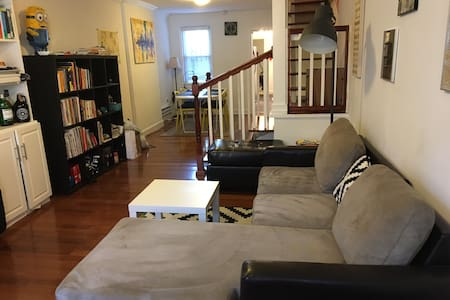 Cozy private room in a row house - Washington - House