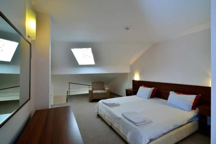 Two floor Studio (Maisonette)