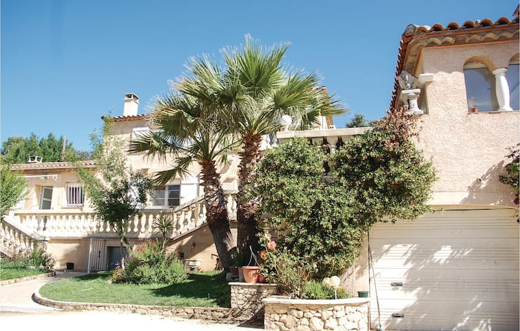 Holiday cottage with 6 bedrooms on 249 m²