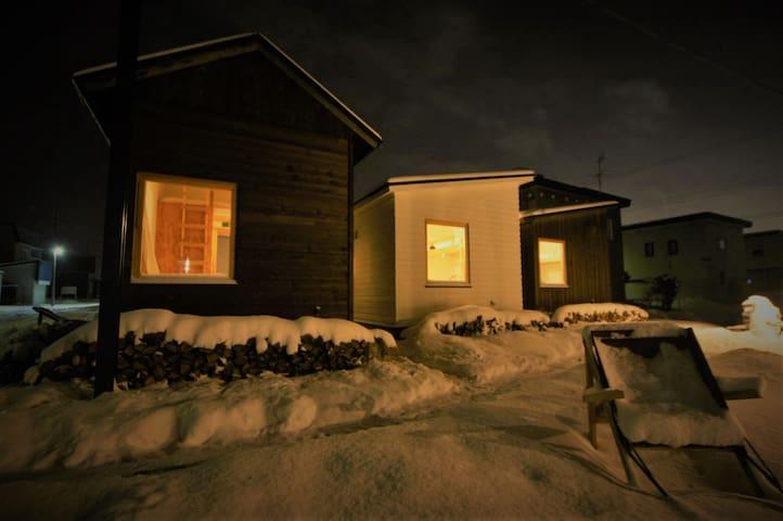 暮らすように泊まる。北海道の、普通で特別な日常に飛び込む「旭川公園ゲストハウス」