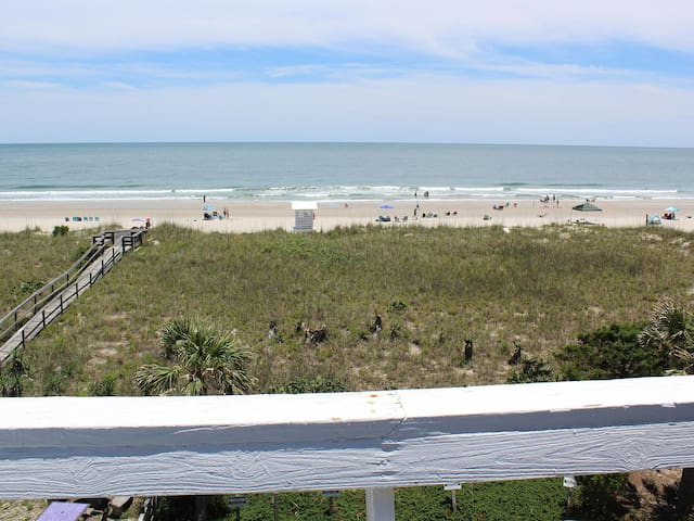 Oceanfront Condo - pet friendly! Linens provided!