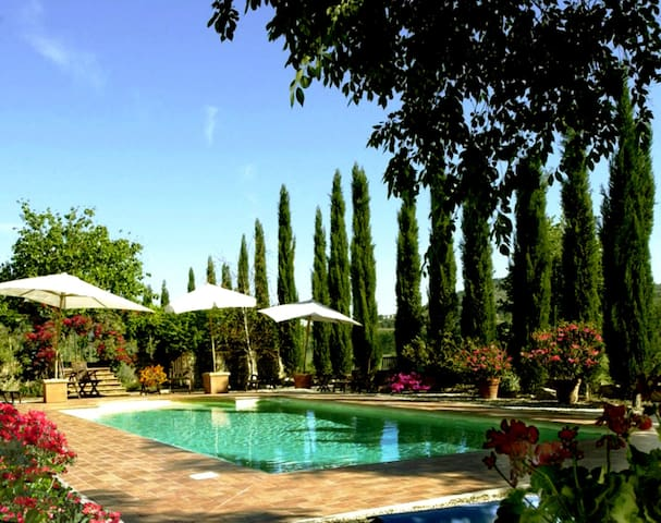 MAGNIFICENT VILLA & POOL 12/15p. near Tuscany - Piegaro - Villa