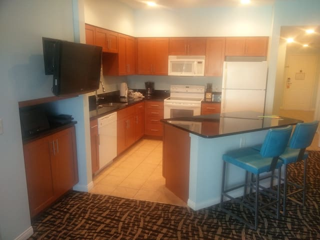 2BR/2Ba Coachella/Stagecoach 6 miles 2 Pools