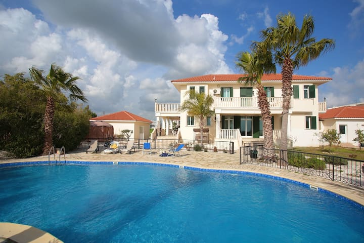 "Luxury 8 Bedroom ""The White House"" in Larnaca!"
