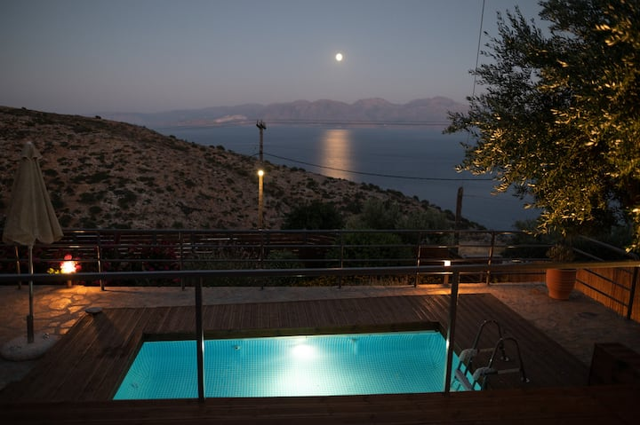 Halcyon Panorama Maisonette with private pool