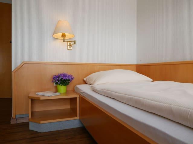 Hotel Restaurant Lamm, (Rietheim-Weilheim), Einzelzimmer im Gästehaus